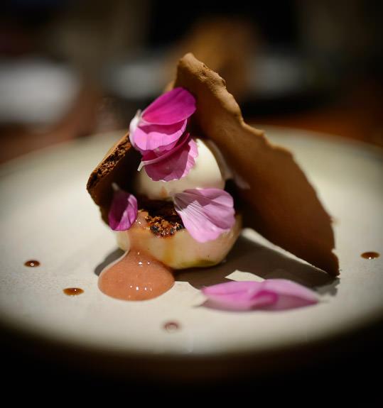 Ice-Cream Dessert -- acá1° -- Kyoto, Japan -- Copyright 2015 Jeffrey Friedl, http://regex.info/blog/
