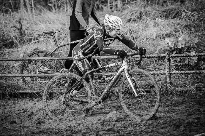 It's Difficult to Tell where the mud stops and the bike starts -- 桂川緑地公園 -- Kyoto, Japan -- Copyright 2016 Jeffrey Friedl, http://regex.info/blog/