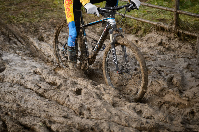 Up To His Feet in Mud the mud is so thick his pedaling foot is in it -- 桂川緑地公園 -- Kyoto, Japan -- Copyright 2016 Jeffrey Friedl, http://regex.info/blog/