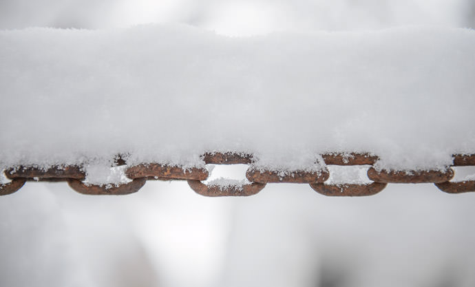 Snow-Laden Chain from the backhoe -- Rootstown, Ohio, United States -- Copyright 2016 Jeffrey Friedl, http://regex.info/blog/