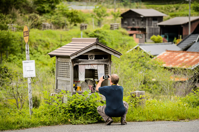 Little Roadside Temple -- Kyoto, Japan -- Copyright 2016 Jeffrey Friedl, http://regex.info/blog/