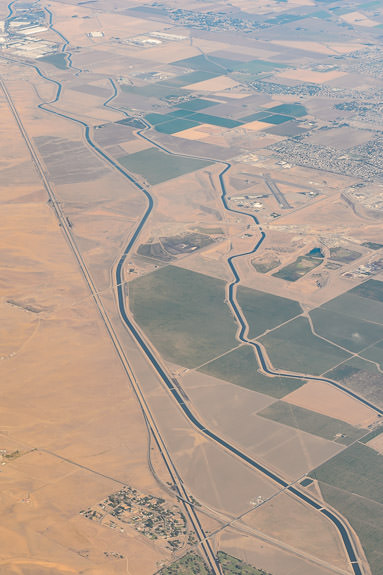 Contorted Canals one wonders about all the factors that contribute to such a herky -jerky path -- Patterson, California, United States -- Copyright 2016 Jeffrey Friedl, http://regex.info/blog/