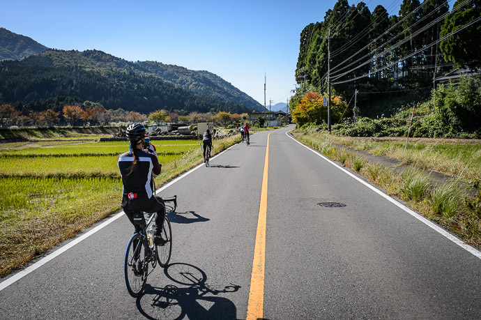 Photo Op 10:14am - taken while cycling at 27 kph (17 mph) -- Takashima, Shiga, Japan -- Copyright 2016 Jeffrey Friedl, http://regex.info/blog/