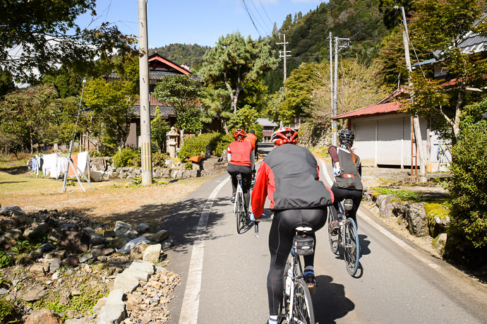 Passing Through a Little Village 11:34am -- Takashima, Shiga, Japan -- Copyright 2016 Jeffrey Friedl, http://regex.info/blog/