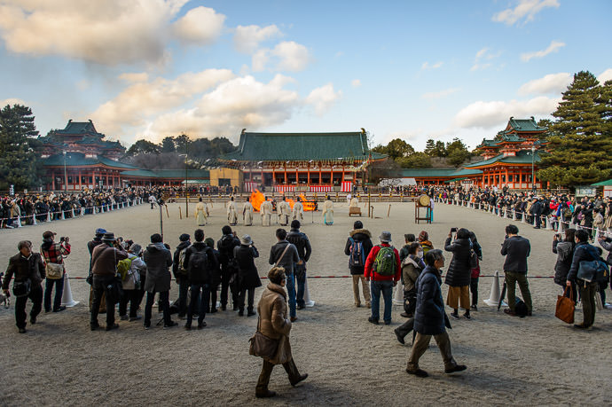 Scene When I Arrived -- Heian Shrine (平安神宮) -- Kyoto, Japan -- Copyright 2017 Jeffrey Friedl, http://regex.info/blog/ -- This photo is licensed to the public under the Creative Commons Attribution-NonCommercial 4.0 International License http://creativecommons.org/licenses/by-nc/4.0/ (non-commercial use is freely allowed if proper attribution is given, including a link back to this page on http://regex.info/ when used online)