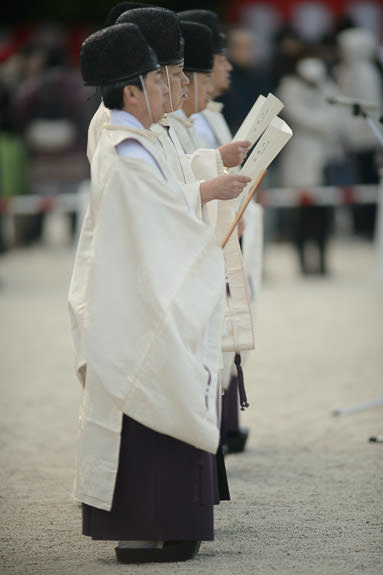 Chanters -- Heian Shrine (平安神宮) -- Kyoto, Japan -- Copyright 2017 Jeffrey Friedl, http://regex.info/blog/ -- This photo is licensed to the public under the Creative Commons Attribution-NonCommercial 4.0 International License http://creativecommons.org/licenses/by-nc/4.0/ (non-commercial use is freely allowed if proper attribution is given, including a link back to this page on http://regex.info/ when used online)