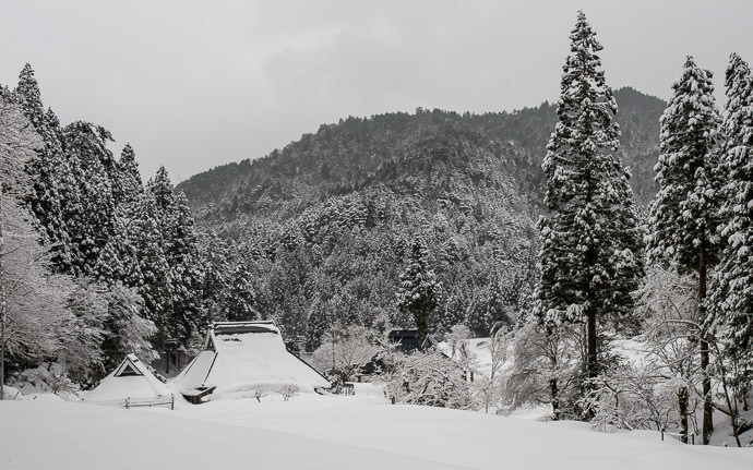 desktop background image of a snowy farmhouse scene in the mountains of Kyoto, Japan -- Snowy Farmstead -- Copyright 2017 Jeffrey Friedl, http://regex.info/blog/ -- This photo is licensed to the public under the Creative Commons Attribution-NonCommercial 4.0 International License http://creativecommons.org/licenses/by-nc/4.0/ (non-commercial use is freely allowed if proper attribution is given, including a link back to this page on http://regex.info/ when used online)