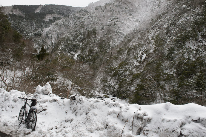 Icy Mountain Bike Stand -- Otsu, Shiga, Japan -- Copyright 2017 Jeffrey Friedl, http://regex.info/blog/ -- This photo is licensed to the public under the Creative Commons Attribution-NonCommercial 4.0 International License http://creativecommons.org/licenses/by-nc/4.0/ (non-commercial use is freely allowed if proper attribution is given, including a link back to this page on http://regex.info/ when used online)