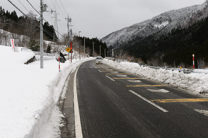 Mostly-Clear Road -- Otsu, Shiga, Japan -- Copyright 2017 Jeffrey Friedl, http://regex.info/blog/ -- This photo is licensed to the public under the Creative Commons Attribution-NonCommercial 4.0 International License http://creativecommons.org/licenses/by-nc/4.0/ (non-commercial use is freely allowed if proper attribution is given, including a link back to this page on http://regex.info/ when used online)