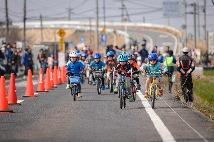 Tot Race Starts -- 第5回守山野洲川クリテリウム -- Moriyama, Shiga, Japan -- Copyright 2017 Jeffrey Friedl, http://regex.info/blog/