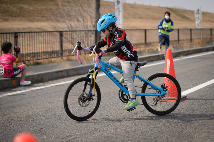 Too Fast To Turn this too-big-for-me bike -- 第5回守山野洲川クリテリウム -- Moriyama, Shiga, Japan -- Copyright 2017 Jeffrey Friedl, http://regex.info/blog/