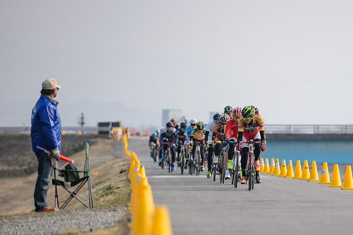 The Race is On -- 第5回守山野洲川クリテリウム -- Moriyama, Shiga, Japan -- Copyright 2017 Jeffrey Friedl, http://regex.info/blog/