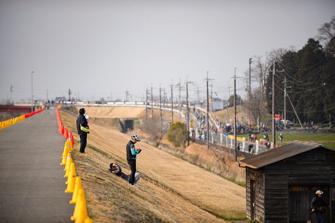 Starting the Second Lap after a hairpin turn at the end of the long backstretch -- 第5回守山野洲川クリテリウム -- Moriyama, Shiga, Japan -- Copyright 2017 Jeffrey Friedl, http://regex.info/blog/