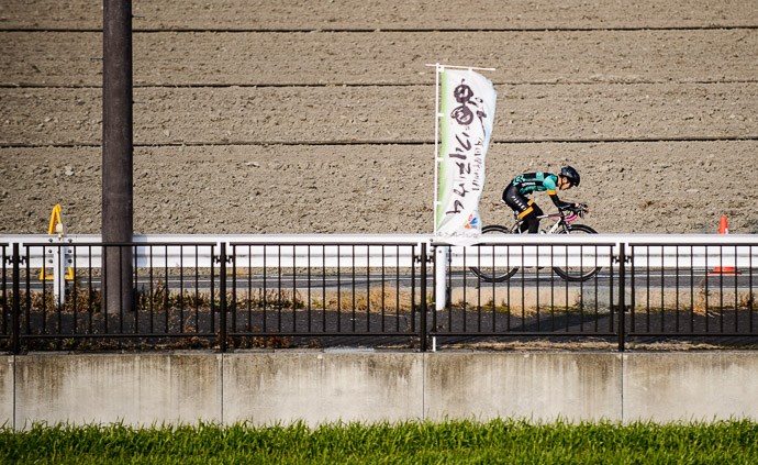 Breakaway Attempt -- 第5回守山野洲川クリテリウム -- Moriyama, Shiga, Japan -- Copyright 2017 Jeffrey Friedl, http://regex.info/blog/