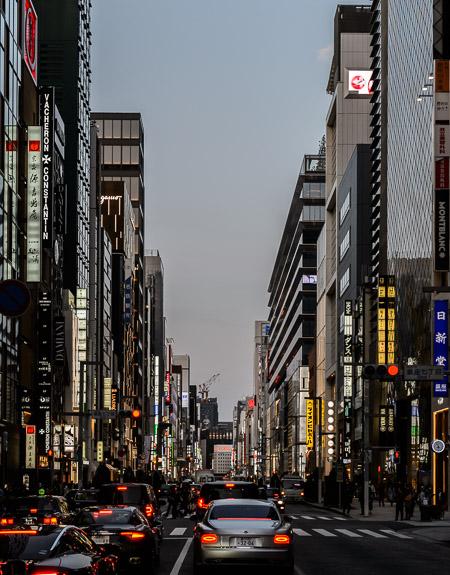 Ginza Dusk -- 長崎センタービル -- Ginza, Tokyo, Japan -- Copyright 2017 Jeffrey Friedl, http://regex.info/blog/