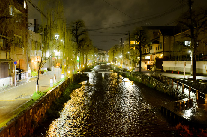 Shirakawa River -- Kyoto, Japan -- Copyright Jeffrey Friedl +1 408-257-9513, http://regex.info/blog/ -- Jeffrey Friedl +1 408-257-9513