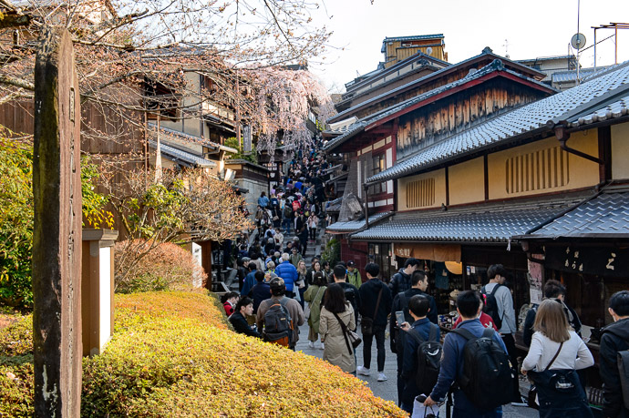 Still as Crowded near the Kiyomizu Temple -- イノダコーヒ清水支店 -- Kyoto, Japan -- Copyright 2017 Jeffrey Friedl, http://regex.info/blog/ -- This photo is licensed to the public under the Creative Commons Attribution-NonCommercial 4.0 International License http://creativecommons.org/licenses/by-nc/4.0/ (non-commercial use is freely allowed if proper attribution is given, including a link back to this page on http://regex.info/ when used online)