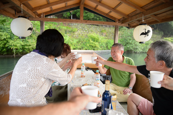""" Cheers "" -- Arashiyama Station -- Kyoto, Japan -- Copyright 2017 Jeffrey Friedl, http://regex.info/blog/"