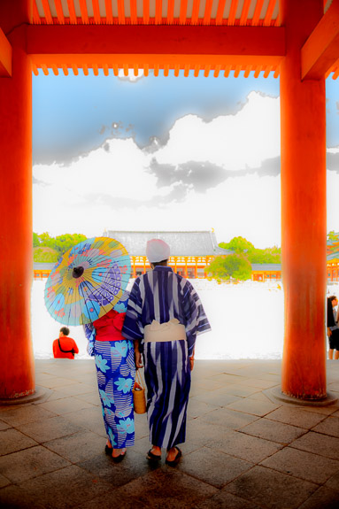 """ Artistic "" Processing to make something from an overexposed, throw-away shot -- Heian Shrine (平安神宮) -- Kyoto, Japan -- Copyright 2017 Jeffrey Friedl, http://regex.info/blog/"