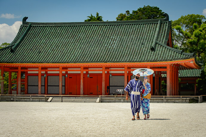 Touring the Grounds -- Heian Shrine (平安神宮) -- Kyoto, Japan -- Copyright 2017 Jeffrey Friedl, http://regex.info/blog/