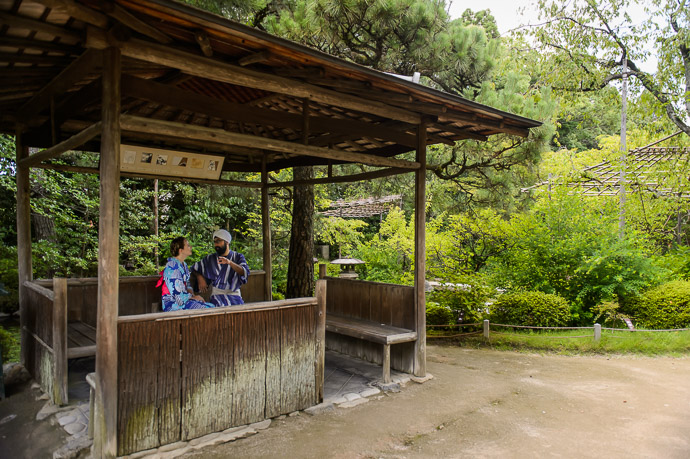 Relaxing in the Garden -- Heian Shrine (平安神宮) -- Kyoto, Japan -- Copyright 2017 Jeffrey Friedl, http://regex.info/blog/