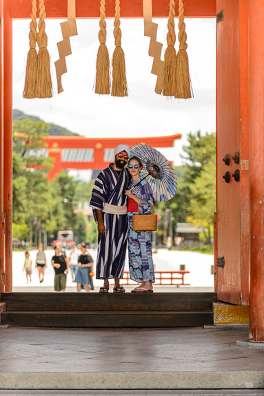 On the Way Out -- Heian Shrine (平安神宮) -- Kyoto, Japan -- Copyright 2017 Jeffrey Friedl, http://regex.info/blog/