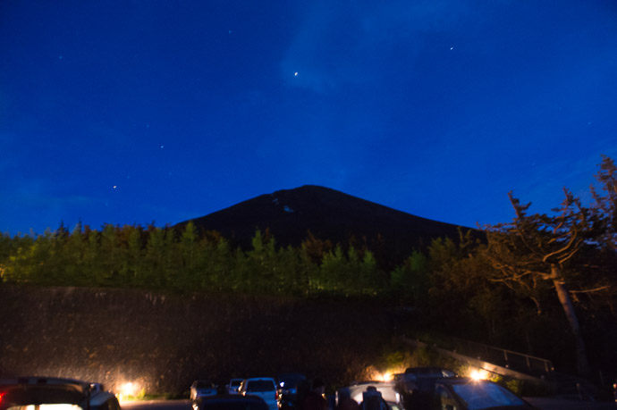 At the Parking Lot Mt. Fuji Yoshida 5th Station -- Mt. Fuji Yoshida 5th Station -- Narusawa-mura, Yamanashi, Japan -- Copyright 2018 Jeffrey Friedl, http://regex.info/blog/