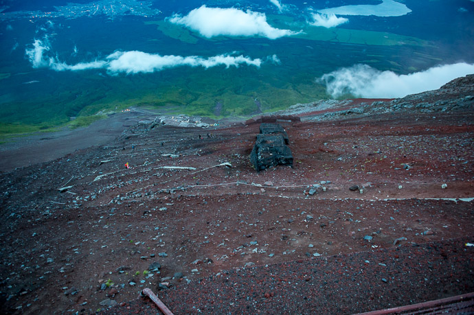 Looking Down at the trail we'd arrived on -- Hakuunso on Mt. Fuji (富士山の白雲荘) -- Fujiyoshida, Yamanashi, Japan -- Copyright 2018 Jeffrey Friedl, http://regex.info/blog/