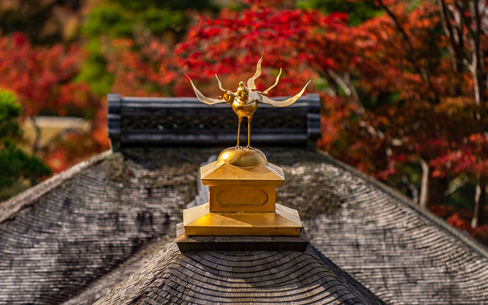 The golden bird ornament atop the bridge at the Shugakuin Imperial Villa (修学院離宮) in Kyoto, Japan