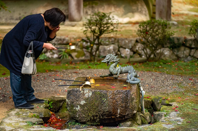 Purification Basin at the Kongorinji Temple (金剛輪寺) -- Kongorinji Temple (金剛輪寺) -- Echi, Shiga, Japan -- Copyright 2018 Jeffrey Friedl, http://regex.info/blog/