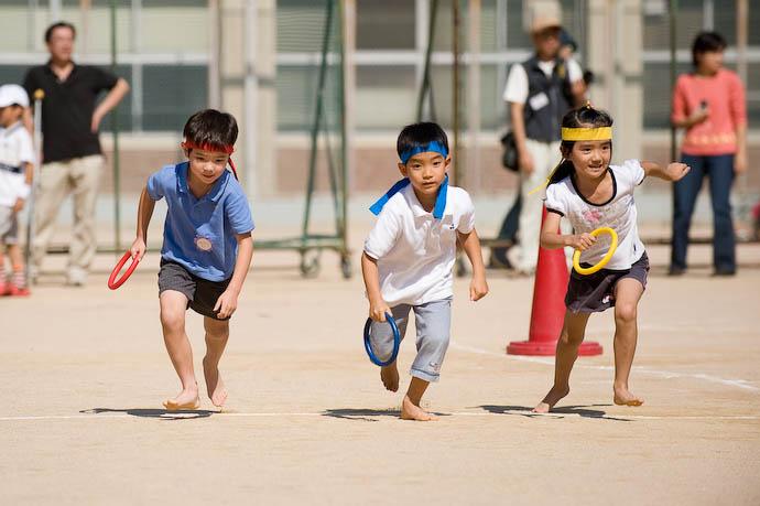 kindergarten relay race Opening Leg -- Kyoto, Japan -- Copyright 2008 Jeffrey Eric Francis Friedl, http://regex.info/blog/