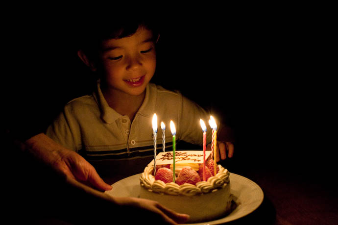 Cake Arrives six candles: confirmed! -- Kyoto, Japan -- Copyright 2008 Jeffrey Eric Francis Friedl, http://regex.info/blog/