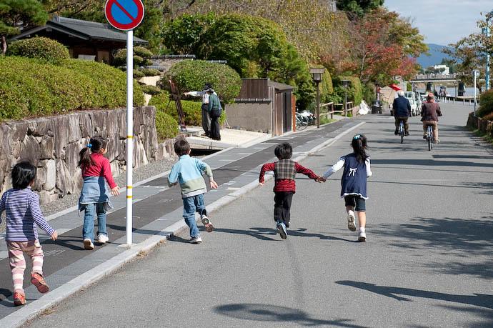Time To Head Home -- Kyoto, Japan -- Copyright 2008 Jeffrey Friedl, http://regex.info/blog/