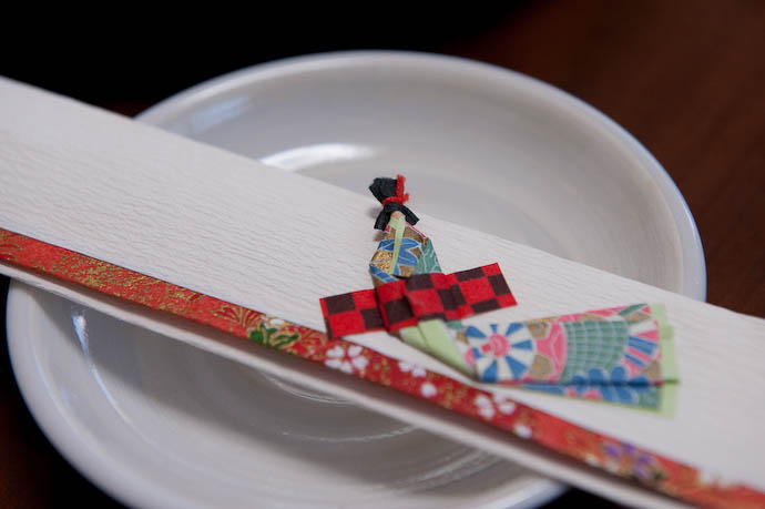 Chopstick Wrapper ( that's a lady in kimono, if you couldn't tell ) -- Kyoto, Japan -- Copyright 2008 Jeffrey Friedl, http://regex.info/blog/