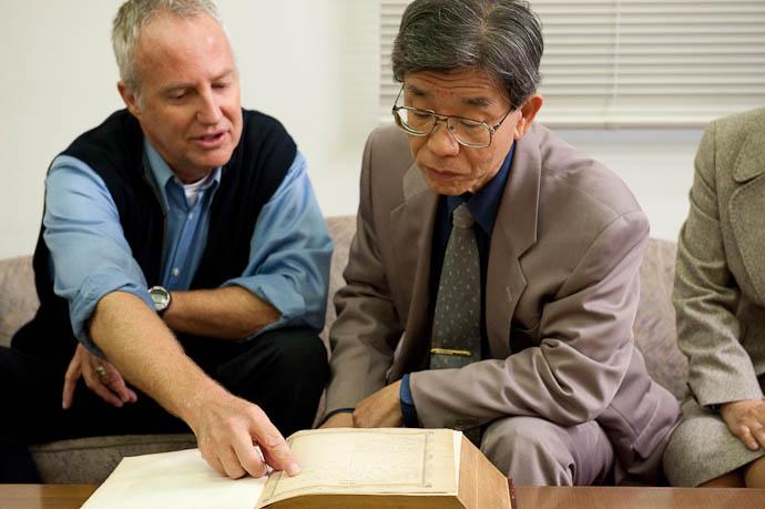 Arthur Points Out Niijima's Signature to Dr. Yasuhiro Motoi, Doshisha University Professor of Theology -- Kyoto, Japan -- Copyright 2008 Jeffrey Friedl, http://regex.info/blog/