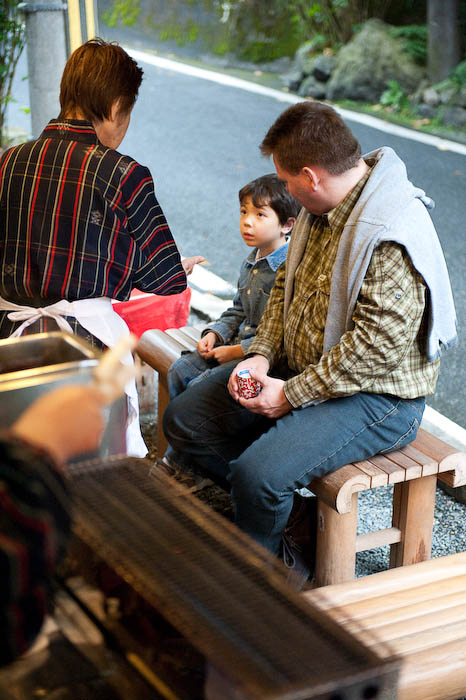 Delivery  --  Kibune  --  Kyoto, Japan  --  Copyright 2008 Jeffrey Friedl, http://regex.info/blog/