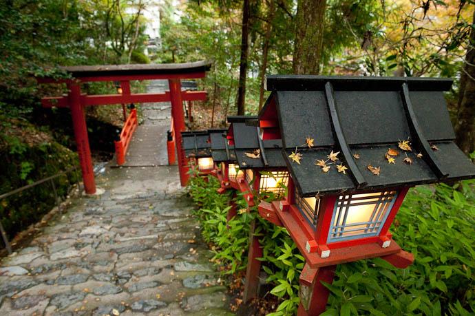 — map & image data — nearby photos Going Down -- Kibune -- Kyoto, Japan -- Copyright 2008 Jeffrey Friedl, http://regex.info/blog/