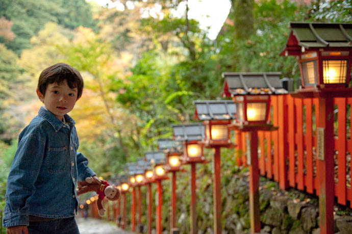 Anthony and George at the Kibune Shrine, Kyoto Japan -- Copyright 2008 Jeffrey Friedl, http://regex.info/blog/