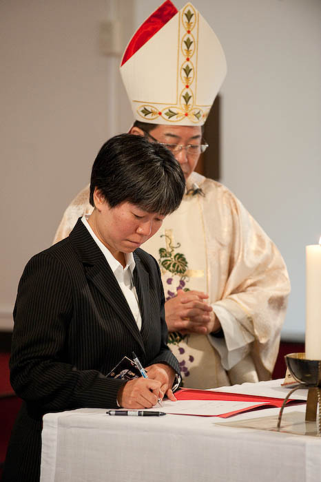 Making it Official  --  Kyuujou Catholic Church  --  Kyoto, Japan  --  Copyright 2008 Jeffrey Friedl, http://regex.info/blog/