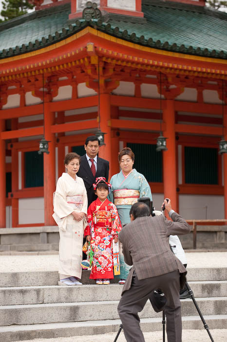 Photo Op for a family that has not learned to smile in the last three generations  --  Kyoto, Japan  --  Copyright 2008 Jeffrey Friedl, http://regex.info/blog/