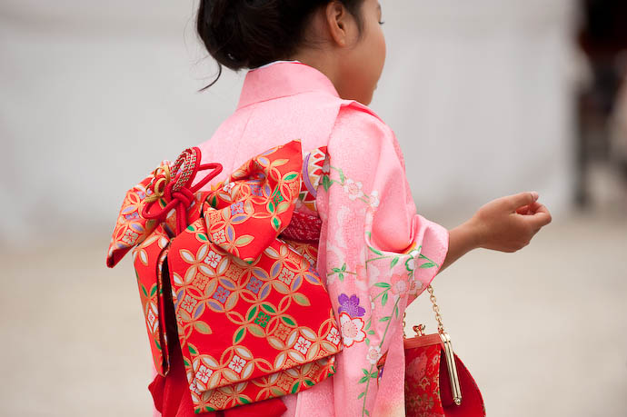 Kimono and Purse  --  Kyoto, Japan  --  Copyright 2008 Jeffrey Friedl, http://regex.info/blog/