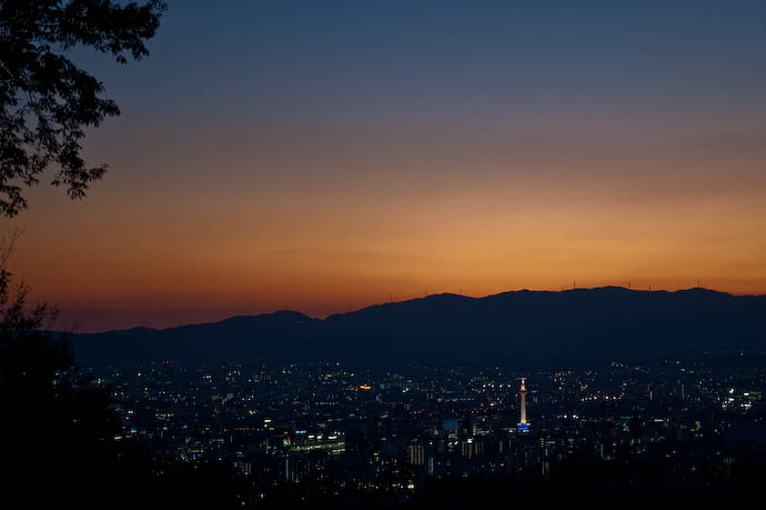 This Evening's Sunset Over Kyoto boring  --  Kyoto, Japan  --  Copyright 2008 Jeffrey Friedl, http://regex.info/blog/