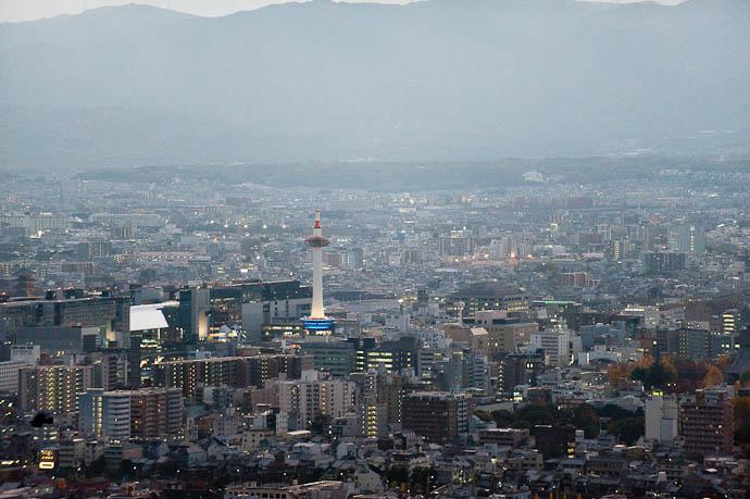 10 Minutes After Sunset dusky... -- Shogunzuka -- Kyoto, Japan -- Copyright 2008 Jeffrey Friedl, http://regex.info/blog/