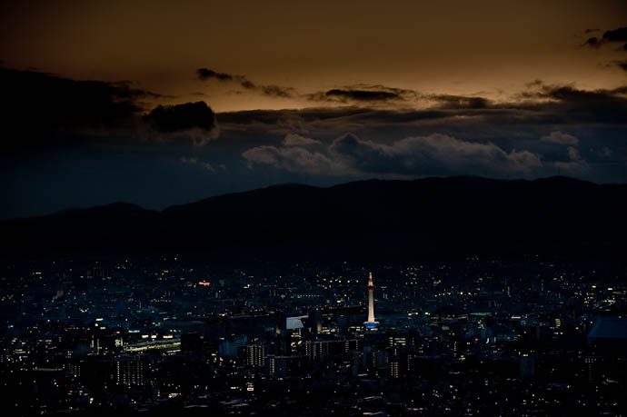 Tonight's Non-Sunset Kyoto, Japan -- Shogunzuka -- Copyright 2008 Jeffrey Friedl, http://regex.info/blog/