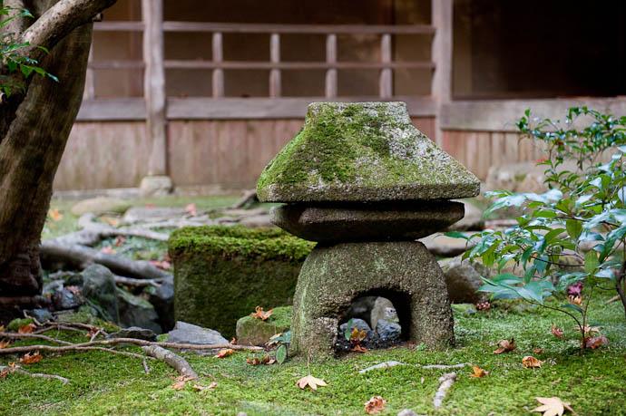 Just a Snapshot but calming -- Nanzen'in (within Nanzenji) -- Kyoto, Japan -- Copyright 2008 Jeffrey Friedl, http://regex.info/blog/