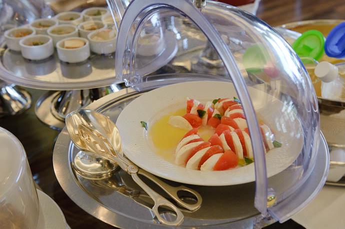 Mmmm, Cheese and Tomato -- Okinawa, Japan -- Copyright 2009 Jeffrey Friedl, http://regex.info/blog/