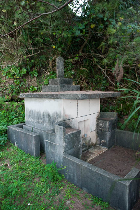 , f/5, ISO 6400 — map & image data — nearby photos Okinawan Grave nestled in the darkness -- Oujima -- Nago, Okinawa, Japan -- Copyright 2009 Jeffrey Friedl, http://regex.info/blog/