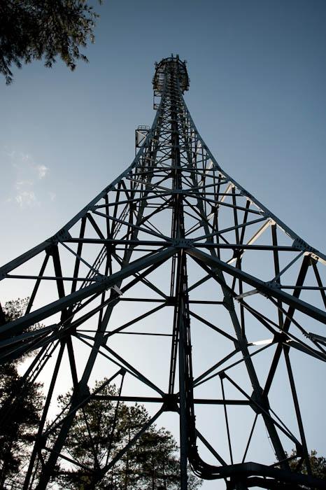 NTT Dokomo Tochu broadcast tower -- Otsu, Shiga, Japan -- Copyright 2009 Jeffrey Friedl, http://regex.info/blog/
