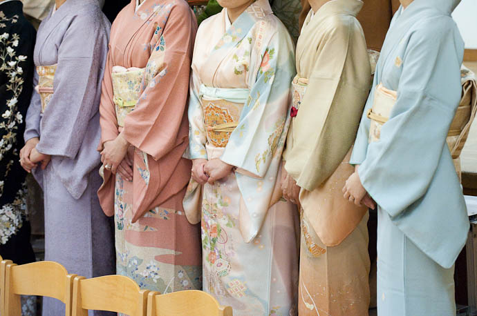 Row of Kimono some of the mommies getting ready for a group photo -- Kyoto, Japan -- Copyright 2009 Jeffrey Friedl, http://regex.info/blog/