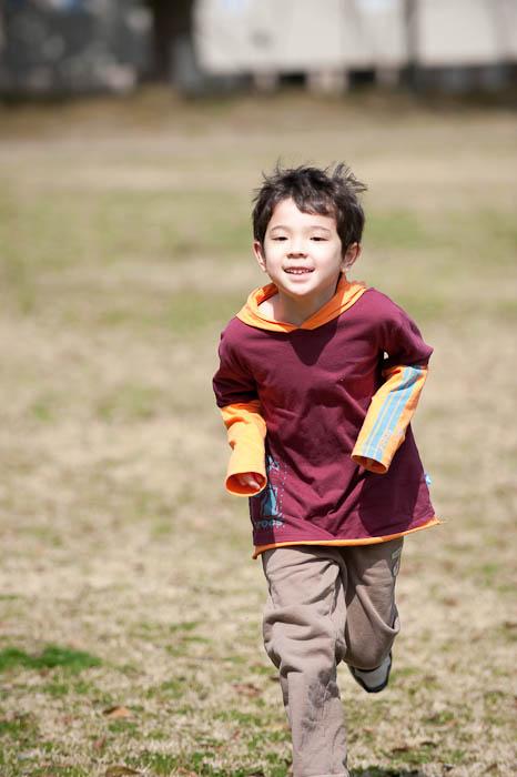 Velociraptor / Boy -- Yabasekihantou -- Kusatsu, Shiga, Japan -- Copyright 2009 Jeffrey Friedl, http://regex.info/blog/